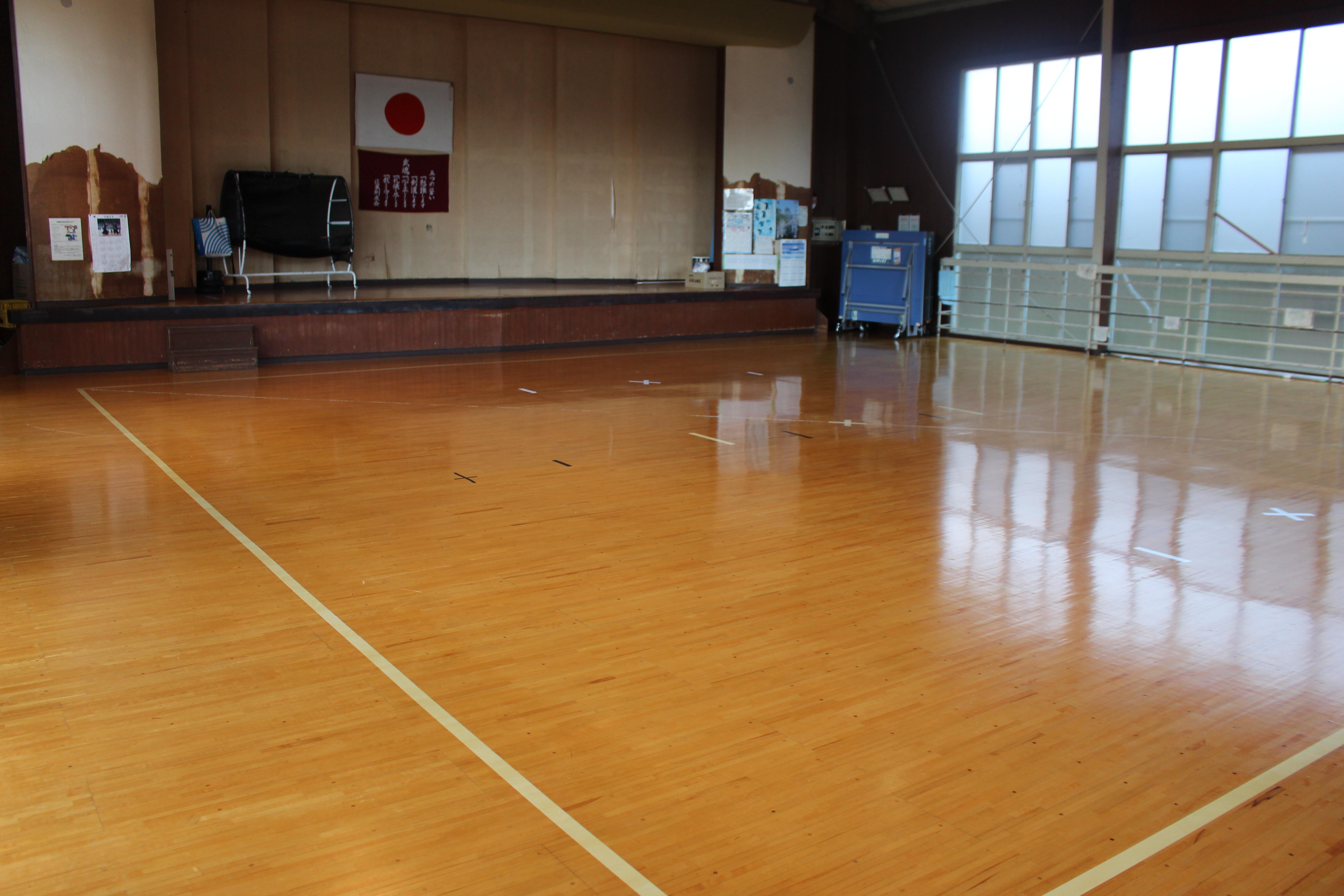 清沢地区体育館内観写真