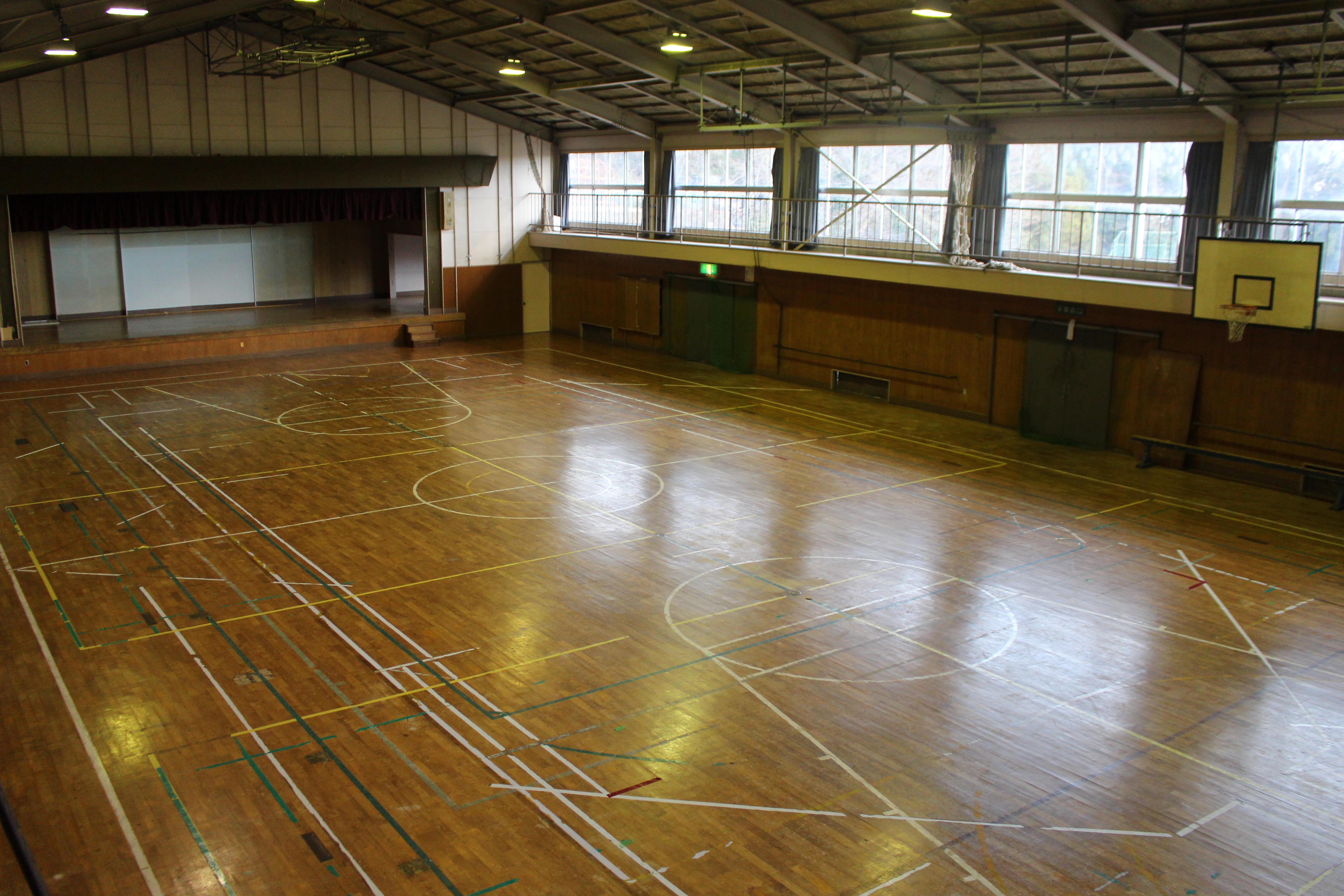 松川地区体育館内観写真